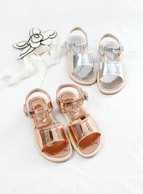 金属饰品凉鞋