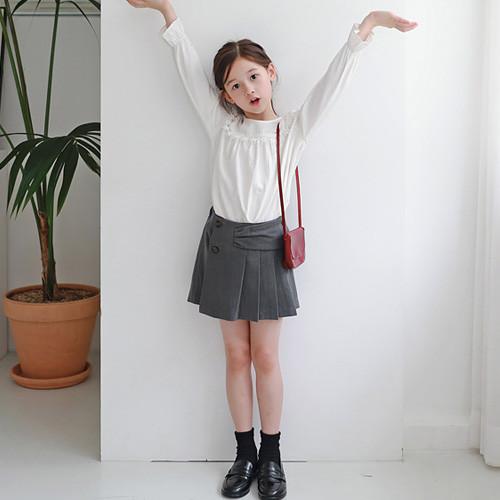 两条褶皱裹裙裤